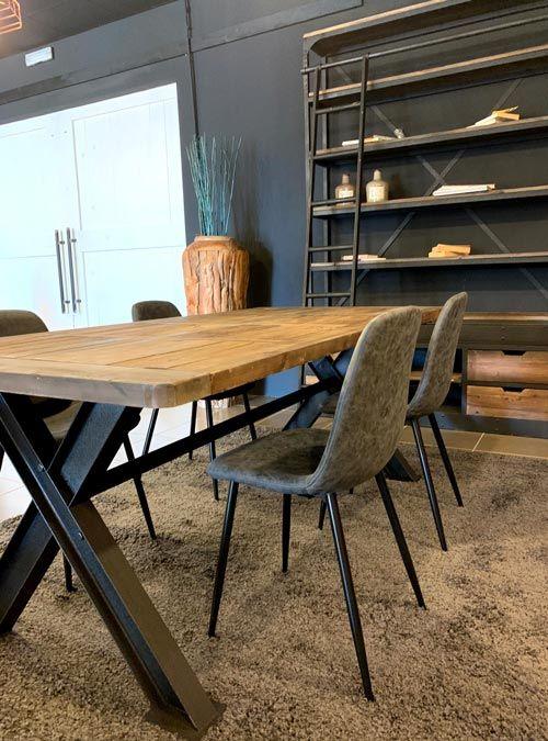 Tavolo stile industriale in legno di recupero e gambe in ...