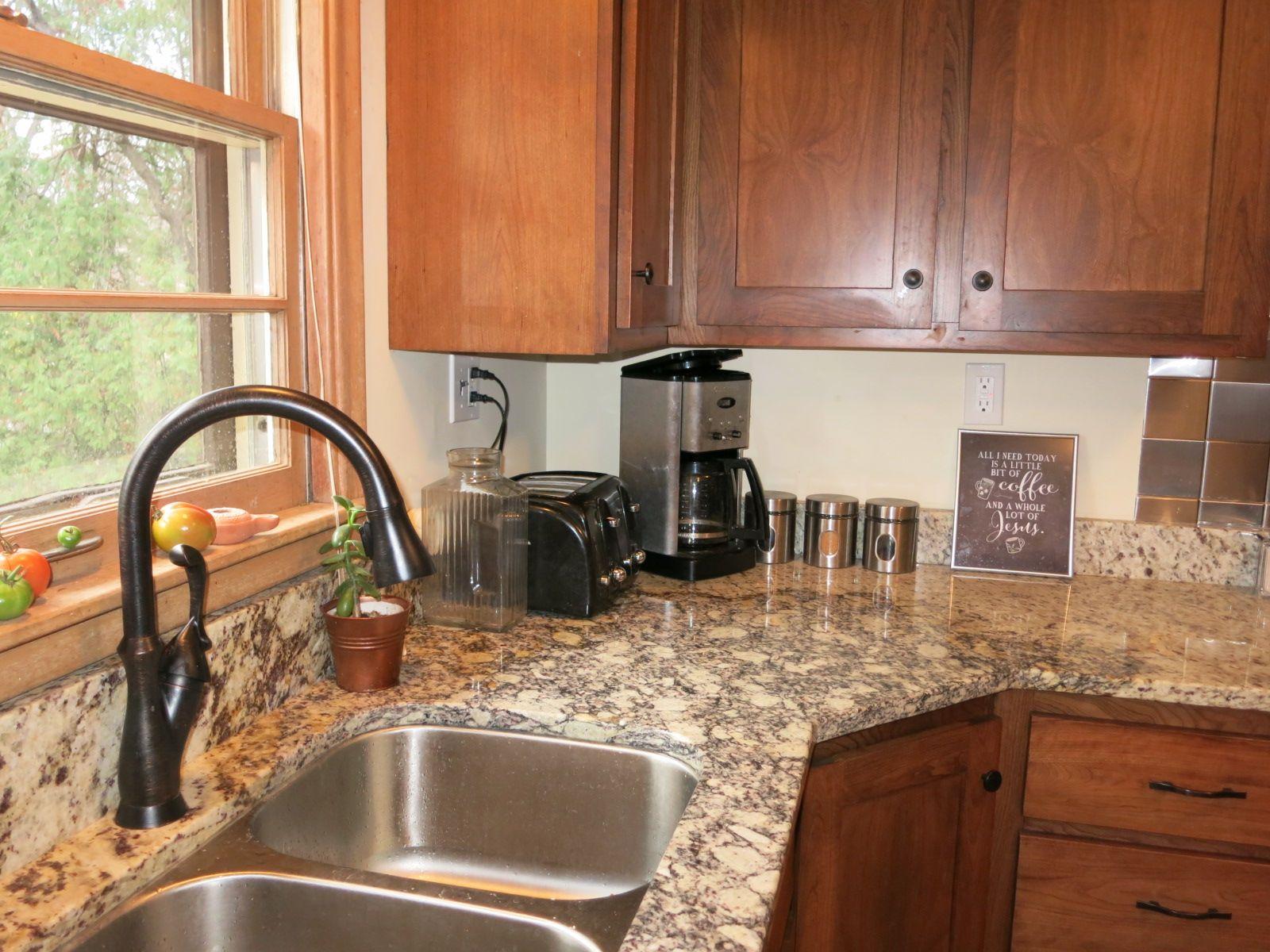 pullout faucet irregular santa cecilia granite cherry shaker