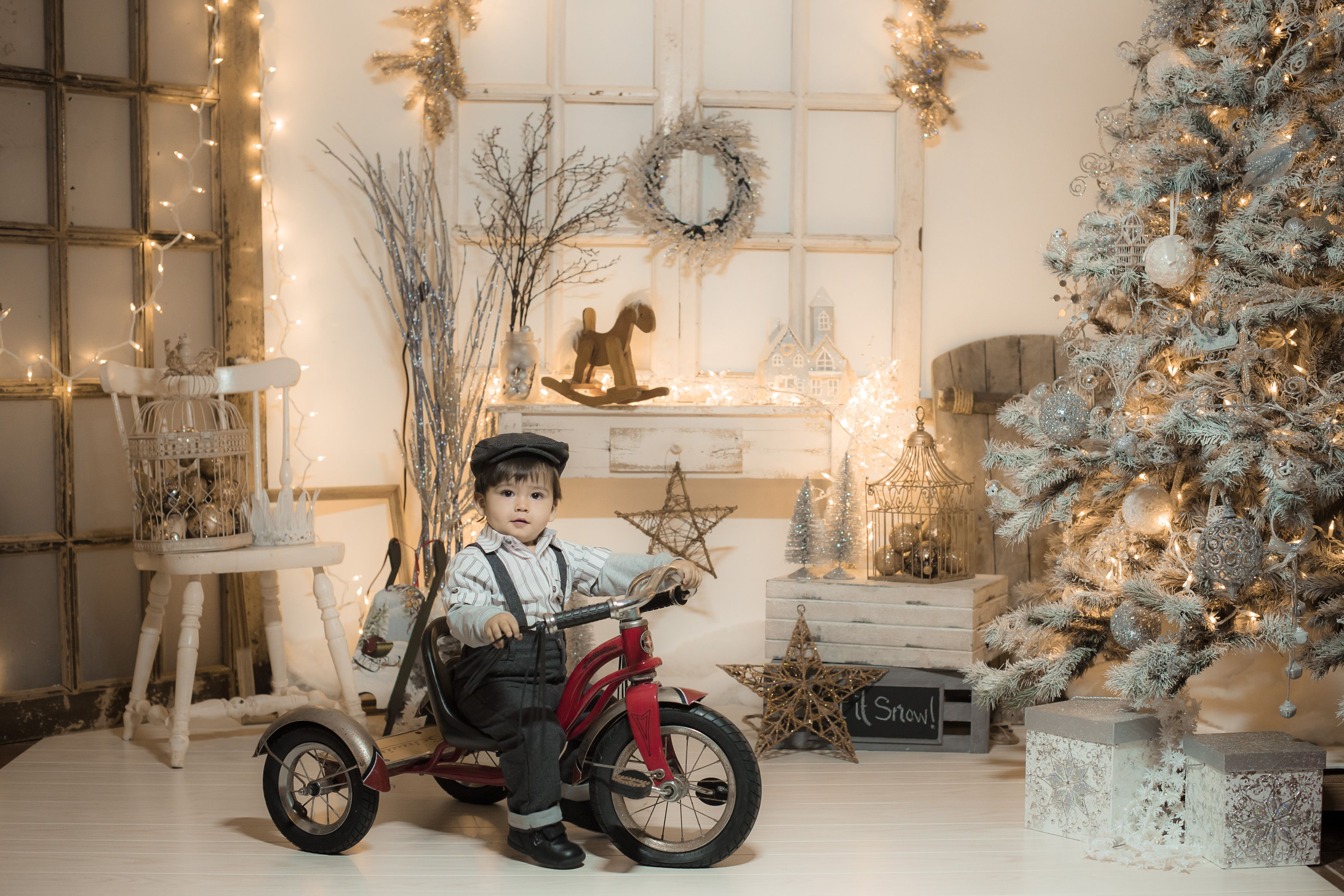 Vintage White Christmas Photography Idea From Happy
