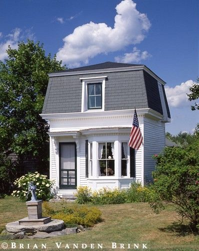 Tiny house i 39 d love to see the interior the website has a for Mansard roof pros and cons