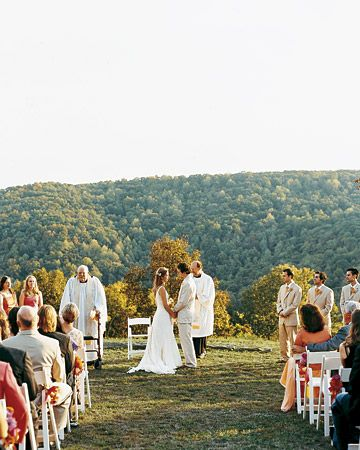 A Vibrant Casual Outdoor Wedding In Tennessee Casual Outdoor Weddings Outdoor Wedding Urban Wedding Venue