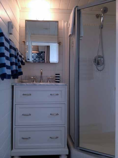 Great Small Bathroom With Full Shower And Single Vanity Perfect - Mobile home bathroom vanity for small bathroom ideas