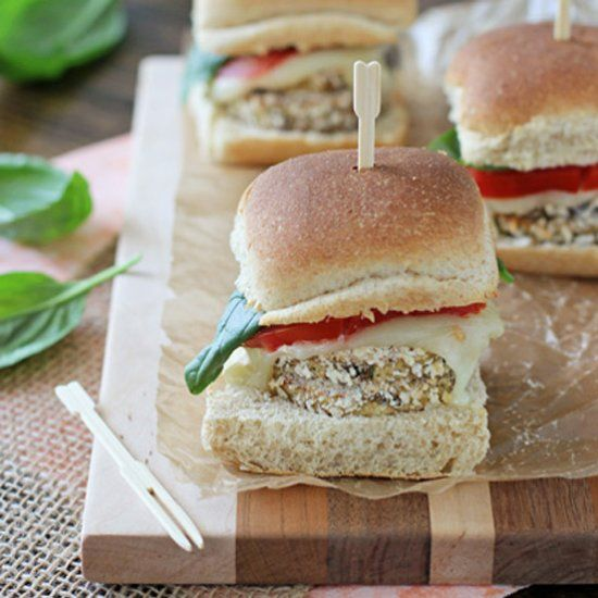 Crispy eggplant sliders with mozzarella, tomato and fresh basil. Make these vegetarian sliders in just about 30 minutes!