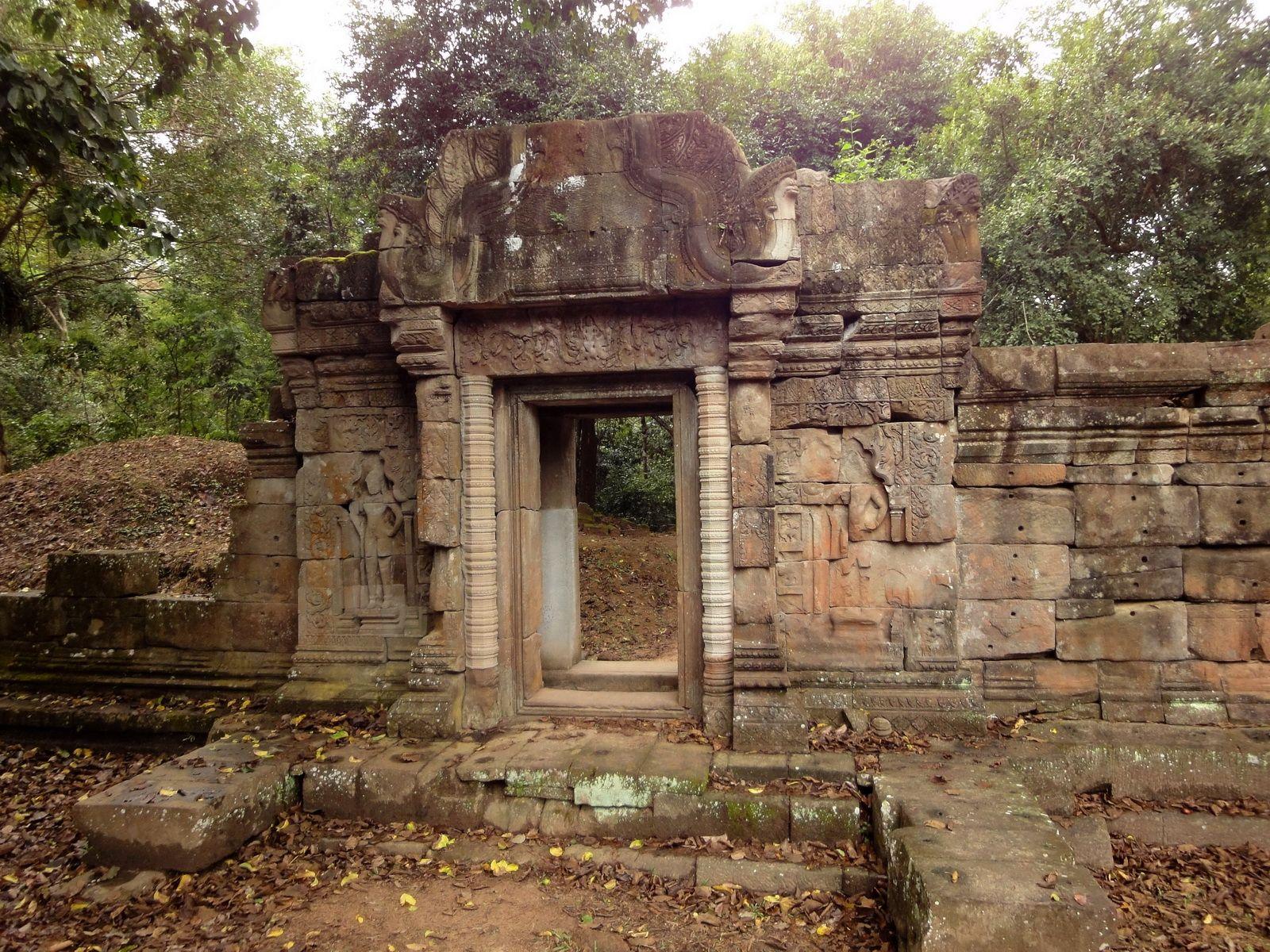 Baphuon temple gate Khmer style mid 11th century Angkor