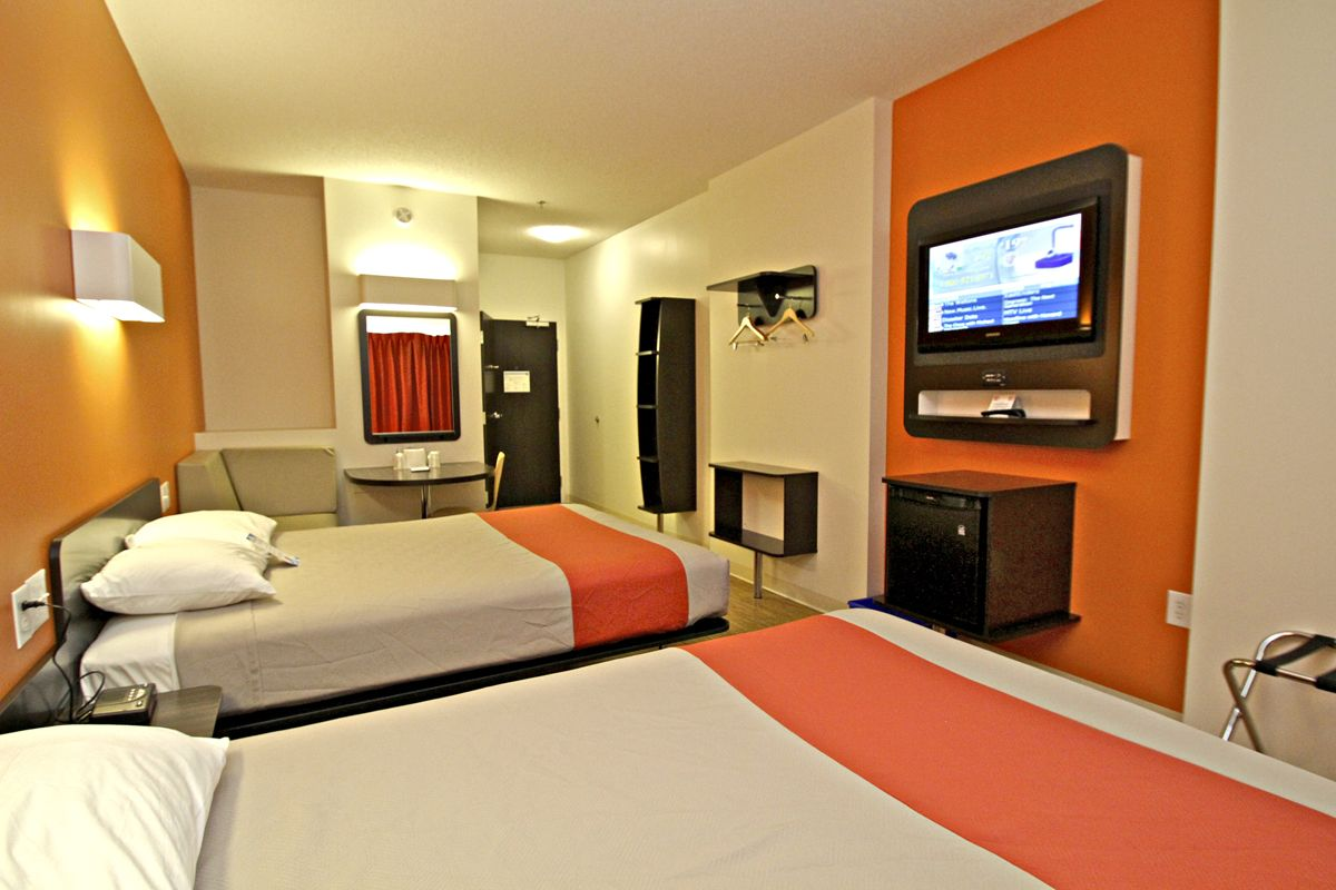 Check Out The Bright Modern Rooms At Motel 6 Winnipeg West With