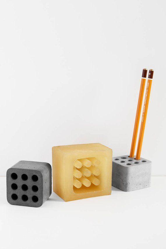 Listo el molde de espuma de poliuretano o silicona para la fabricación de las bandejas de papel para lápices y bolígrafos, hecha de hormigón y yeso. Molde para la fundición de hormigón. Cada molde es capaz de producir no menos de 500 piezas de productos de hormigón. El tamaño del producto