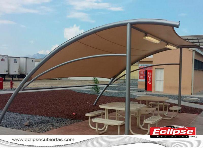 Toldo curvo parasol tensoestructuras mallasombra toldos for Toldos para estacionamiento