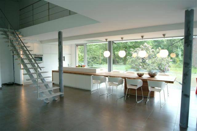 Moderne Open Keukens : Moderne open keuken in een modern interieur kookeiland en