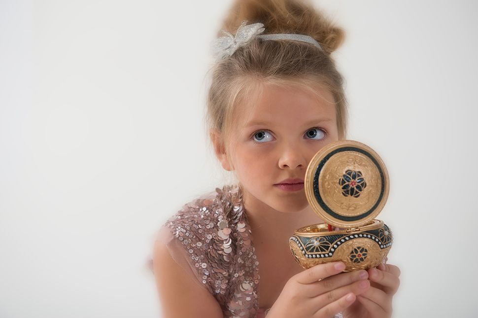 www.frostedproductions.com | #utah #photographer #editorial #photography #whimsical #kids #fashion #little #girl #music #box