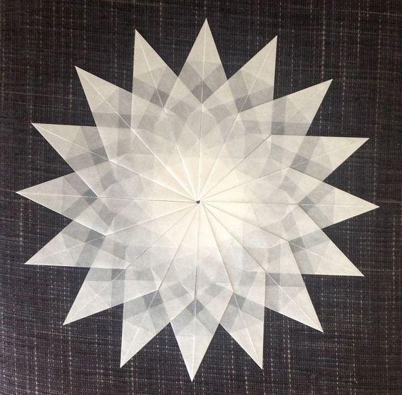Weißer Stern - 16 Zacken - Sterne aus Transparentpapier basteln #sternebastelnmitkindern