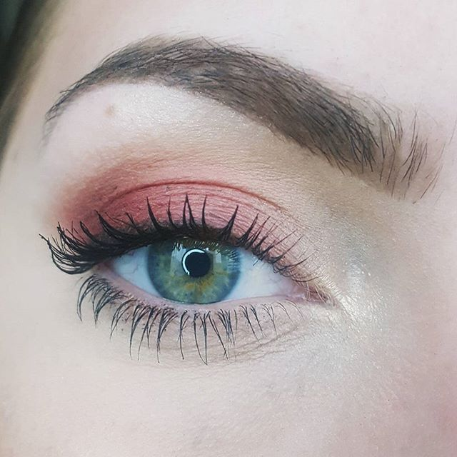 For today's simple makeup I used @makeupgeekcosmetics shadows in Bitten, Burlesque and Corrupt.  Inner corner highlight is @thebalm_cosmetics Mary-Lou. Mascara is @nyxukcosmetics Doll Eye Mascara in waterproof. Brows are @anastasiabeverlyhills Dipbrow in Ash Brown. ▫▫▫▫ #makeup #motd #eotd #makeuplook #eyemakeuplook #makeupgeekcosmetics #makeupgeekies #makeuplover #mua #makeupobsession #makeupgeeks #nyx #nyxdolleyemascara #nyxcosmetics #anastasiabeverlyhills #dipbrowpomade #simplemakeup #mak... #dollcare