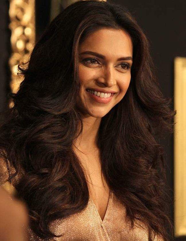5 Trendy Hairstyles Inspired By Deepika Padukone Trendige Frisuren Haare Schneiden Neue Frisuren