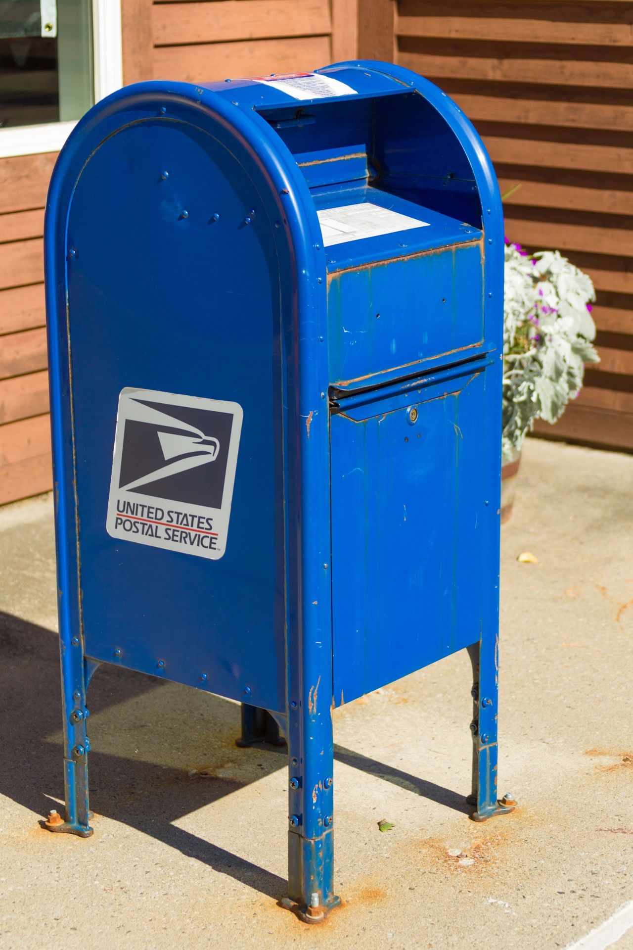 Dropbox And Blue Mailbox Finder With Images Usps Mailbox Cool