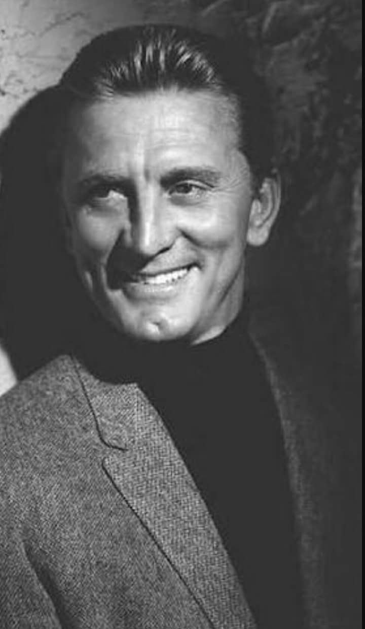 Issur Danielovitch Demsky Ámsterdam Nueva York 9 de diciembre de 1916 1 más conocido por su nombre artístico Kirk Douglas es un retirado actor y productor