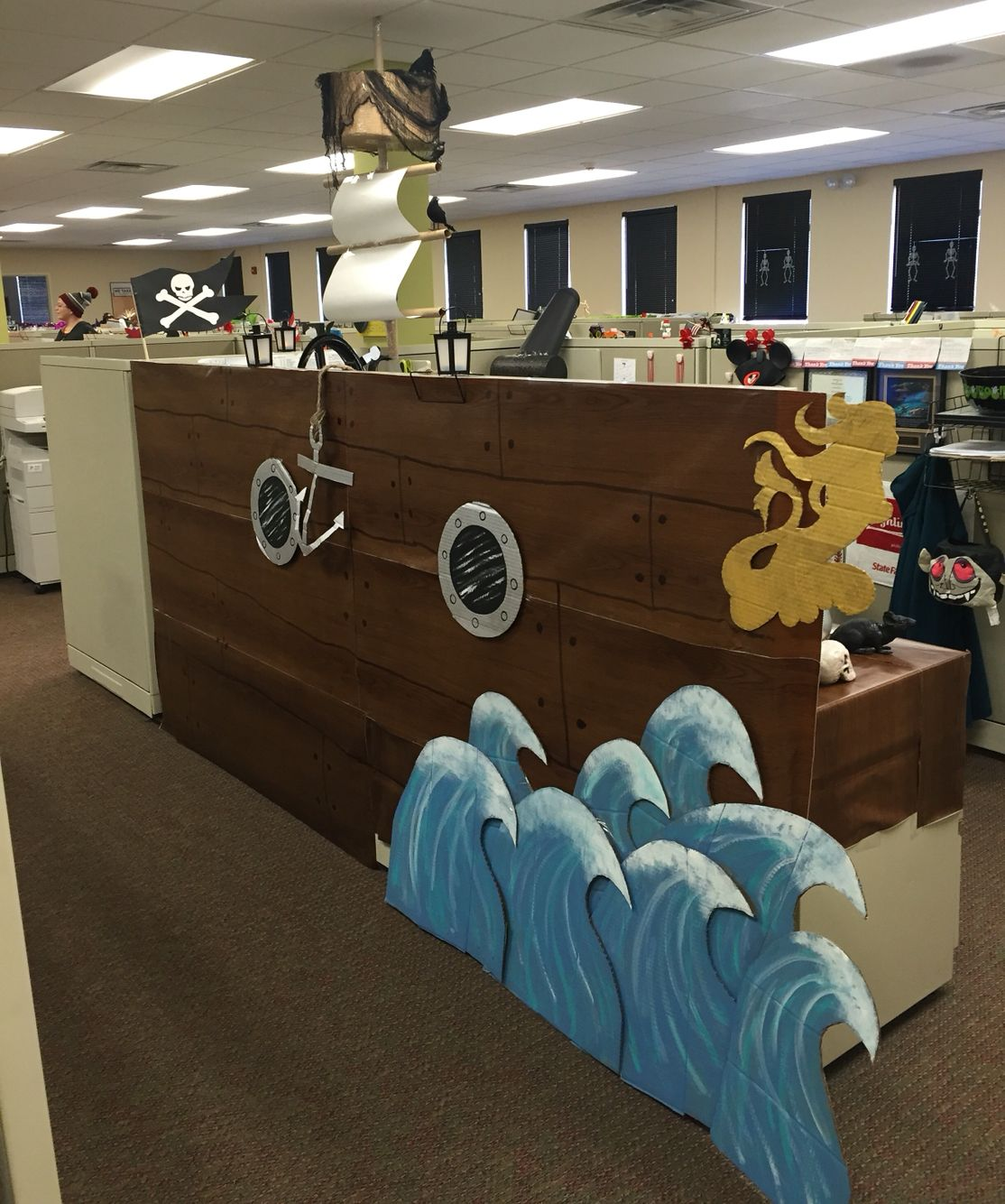 Pirate ship cubicle cupcake Project Pinterest Cubicle, Pirate - Office Halloween Decor