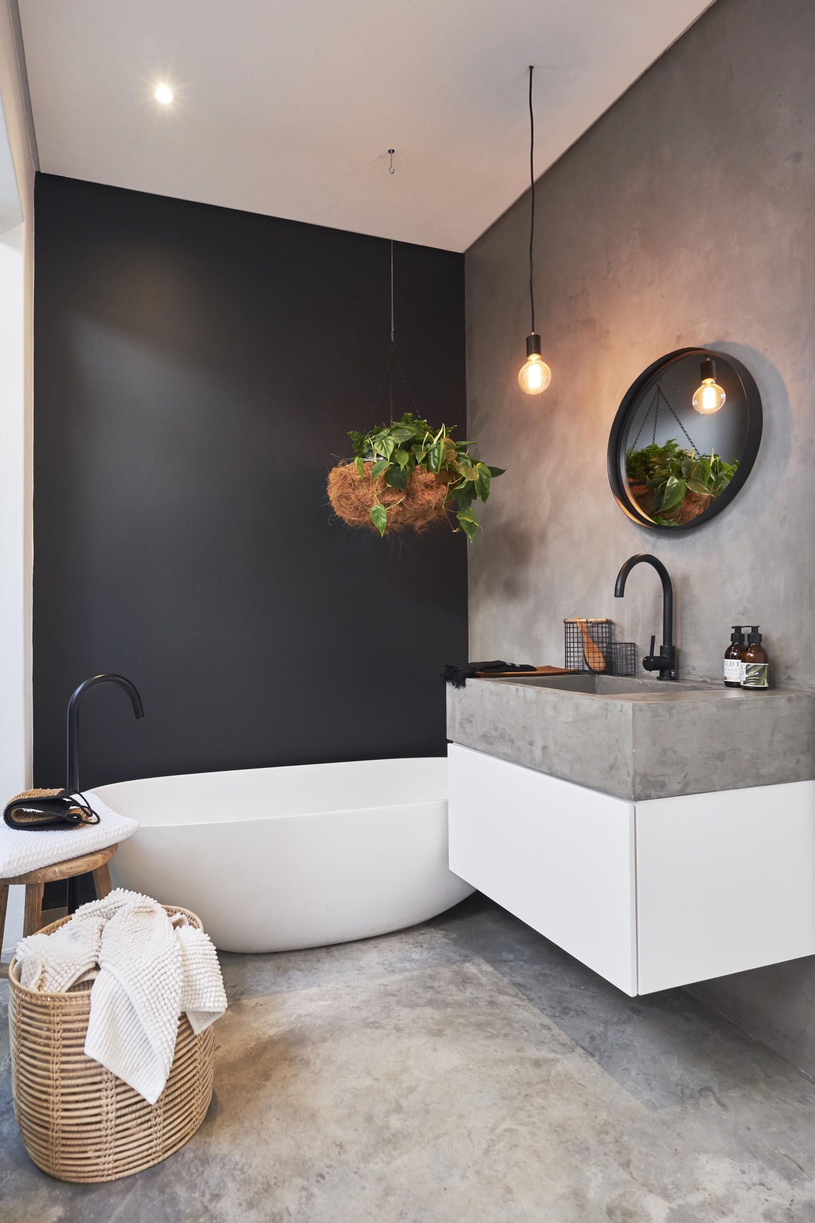 Meir Black Bath Filler Round Kitchen Mixer Cemcote Dark Grey Normal Screed Floors Sealed With Ce Bathroom Interior Design Bathroom Interior Tiny Bathrooms