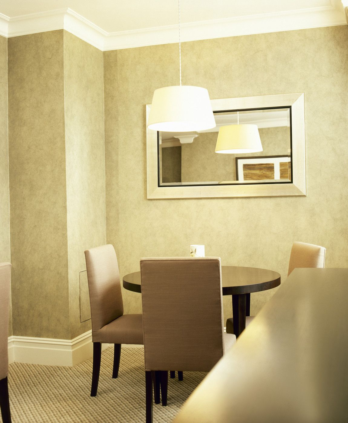 Salle A Manger Gris Taupe: How To Decorate With The Color Taupe