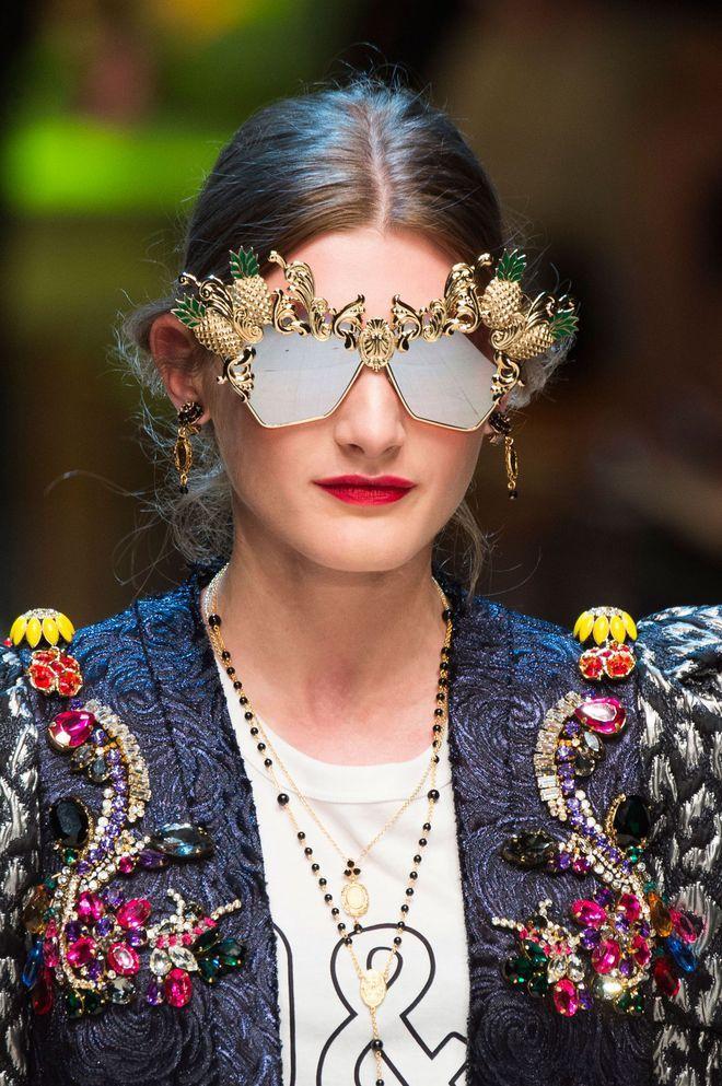80e13bd4fa94d9 Lunettes de soleil femme  notre sélection en 10 tendances 2017. Défilé  Dolce   Gabbana été 2017 lunettes