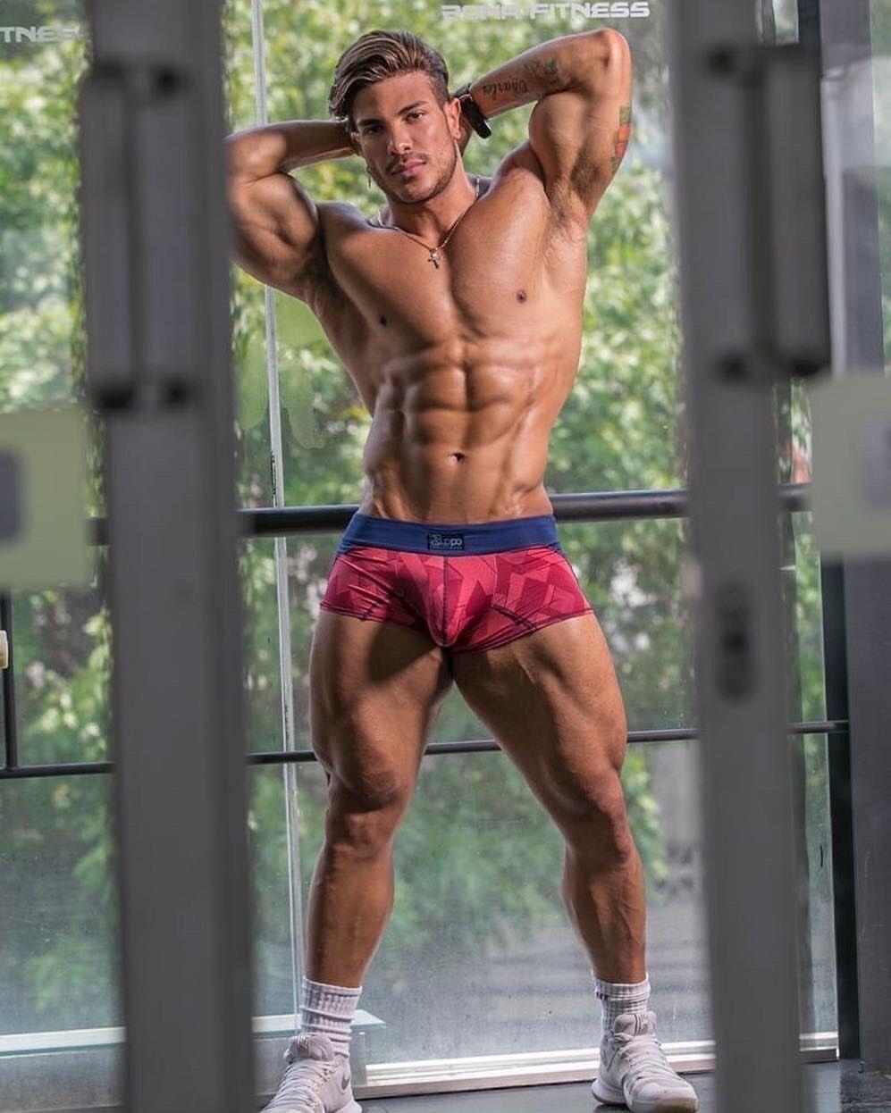 Bodybuilder Gay Ass