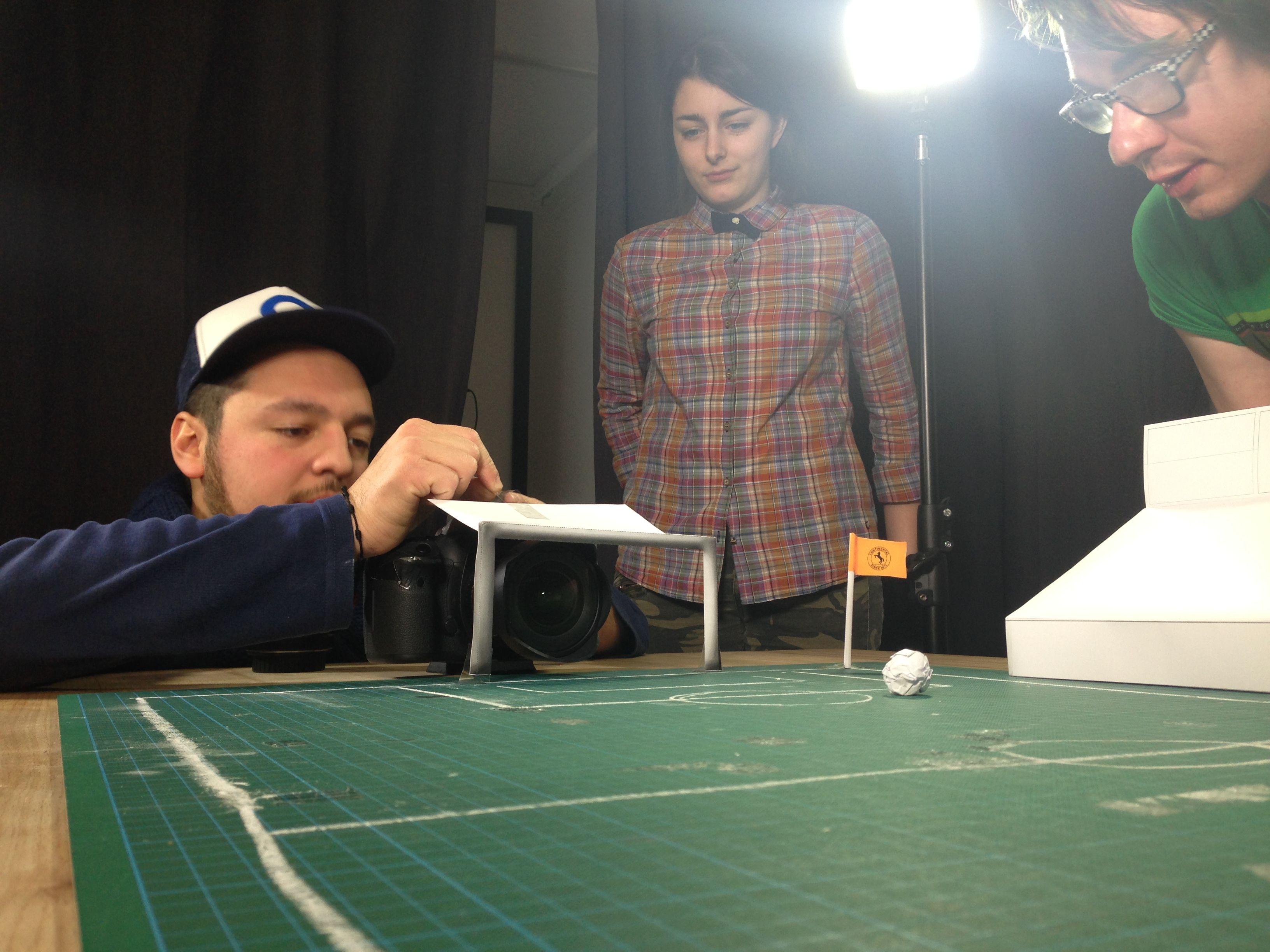 Erster Probedreh mit Pappkulissen: Was geht am Ball und drum herum? #PaperShot #Fingerfußball