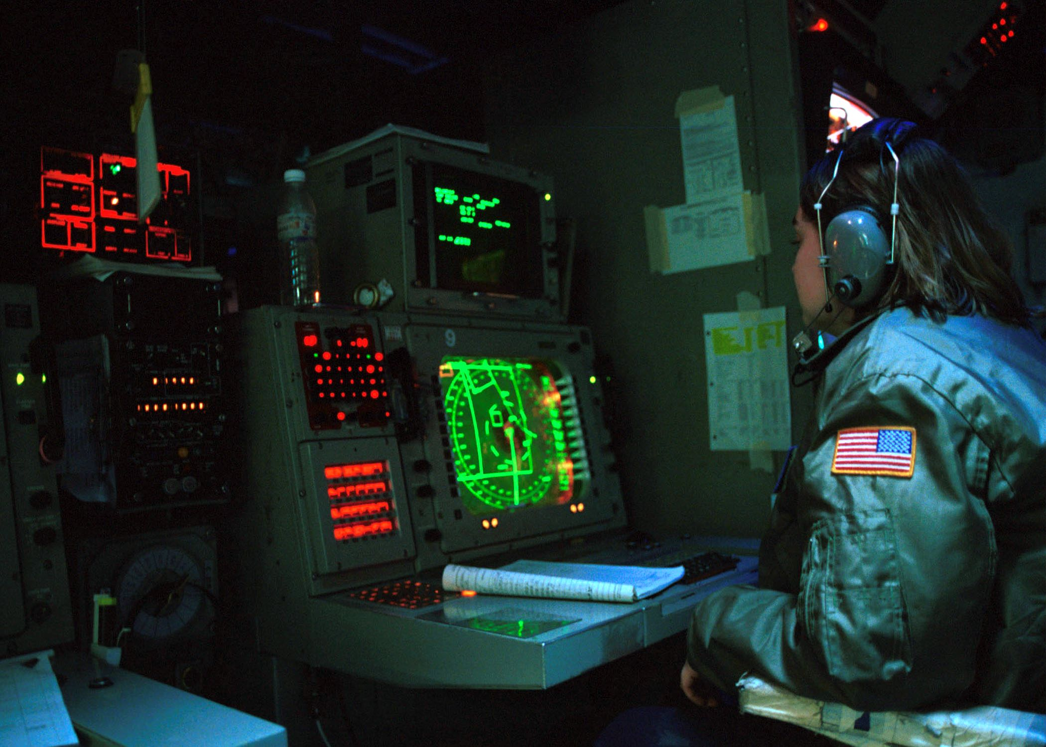 Cic Uss Carlvinson 2001 Operations Room Wikipedia The Free