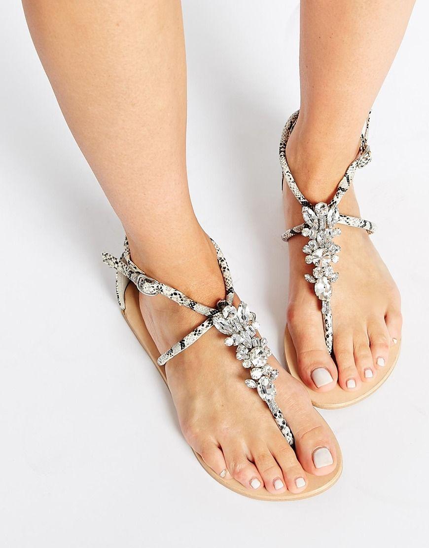 teen-embellishment-fetish-foot