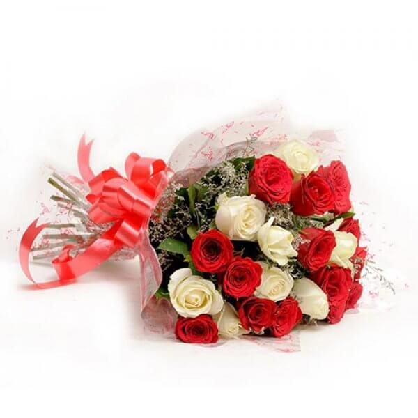 25 Red N White Roses Red And White Roses Valentines Flowers Flowers Online