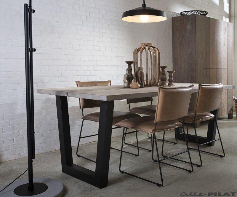 Industriële tafel twa met rustiek eiken blad wordt op maat gemaakt