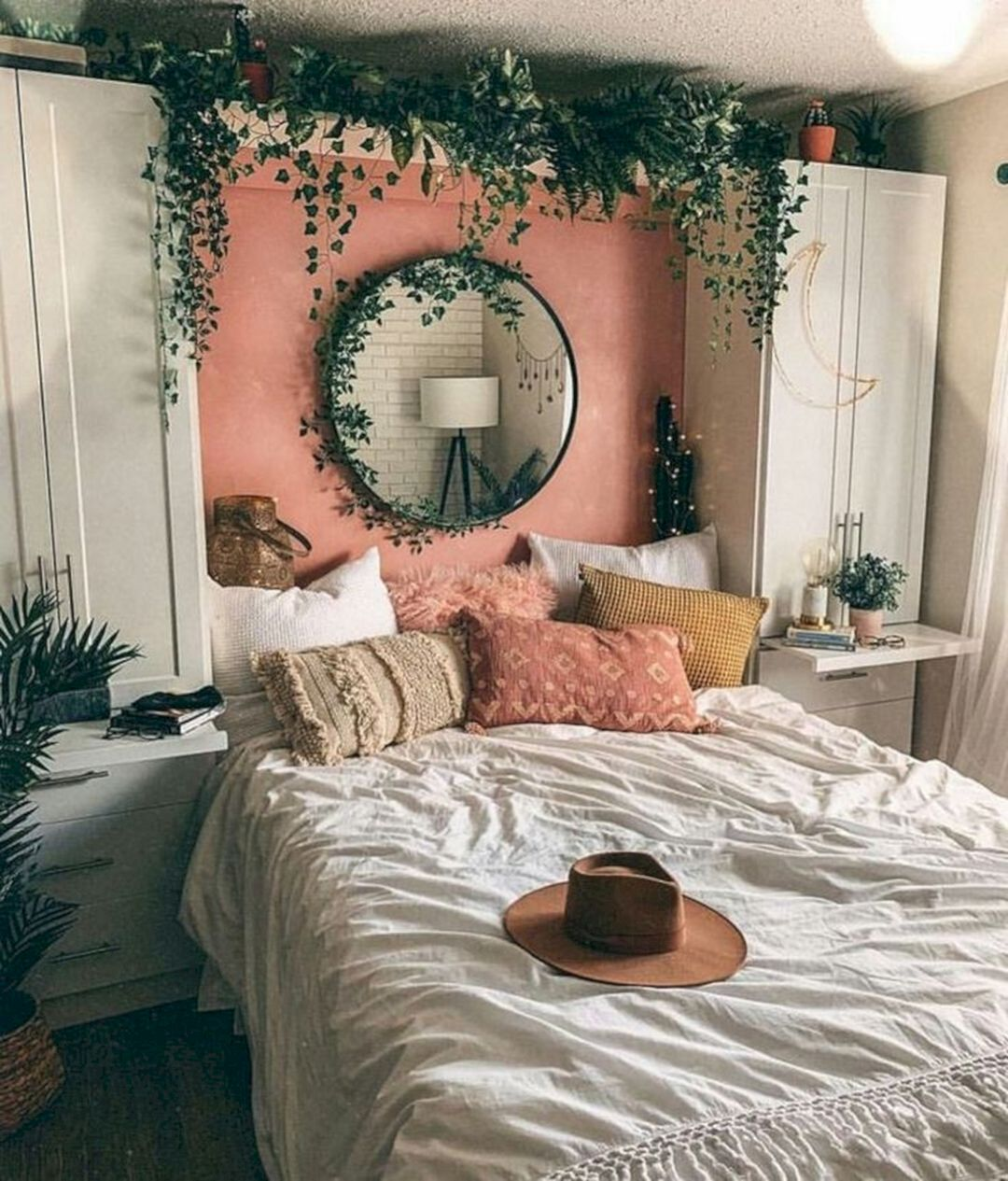 20 Affordable Bedroom Ideas With Christmas Wall Decoration Small Room Bedroom Small Bedroom Designs Boho Bedroom Decor