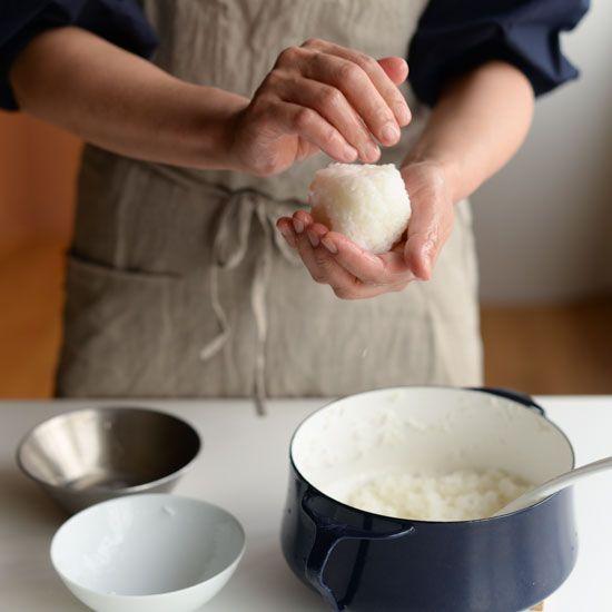 【料理家さんの定番レシピ】第5話:キレイに握るコツは?おにぎり2種の作り方