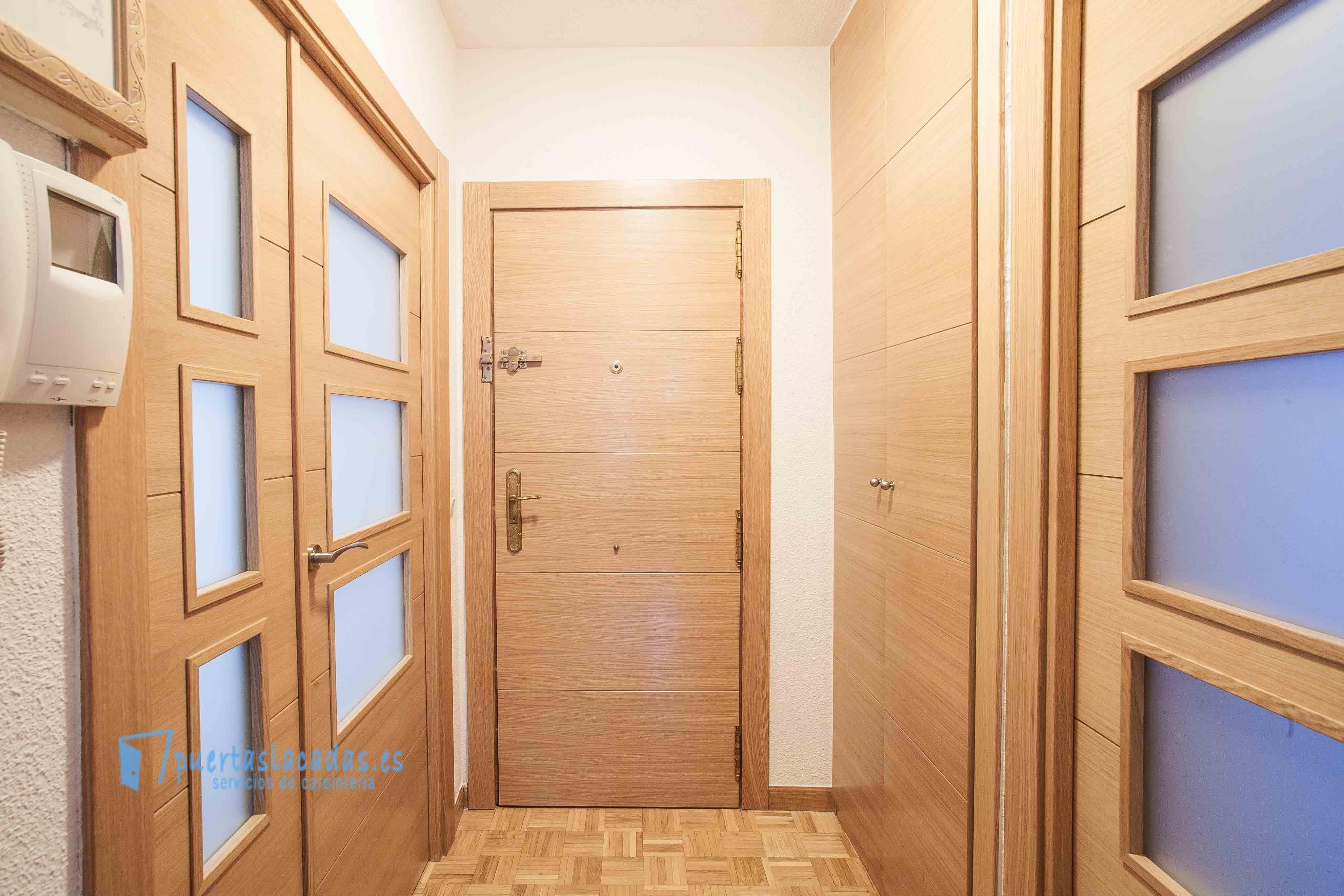 Reforma con puertas en madera de roble barnizado y pantografiadas ...
