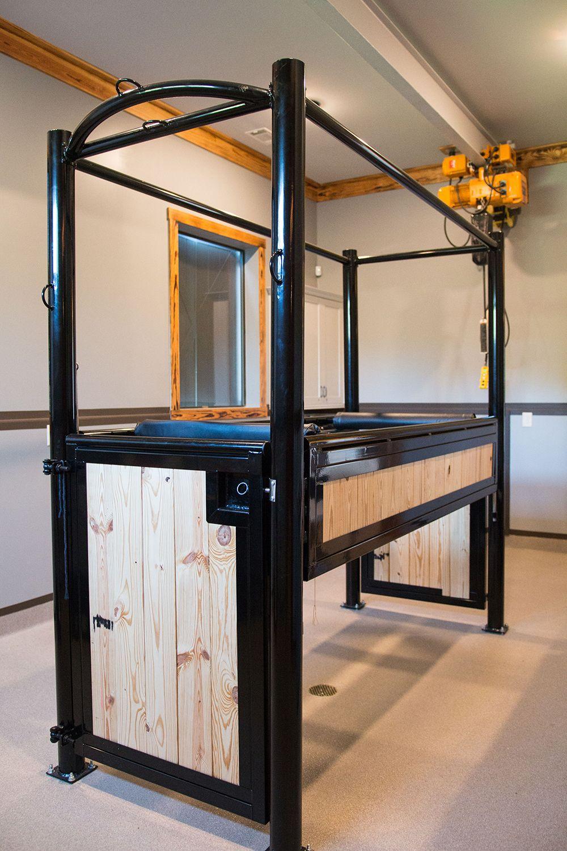 Helios Equine Rehabilitation Center Stables, Horse barn