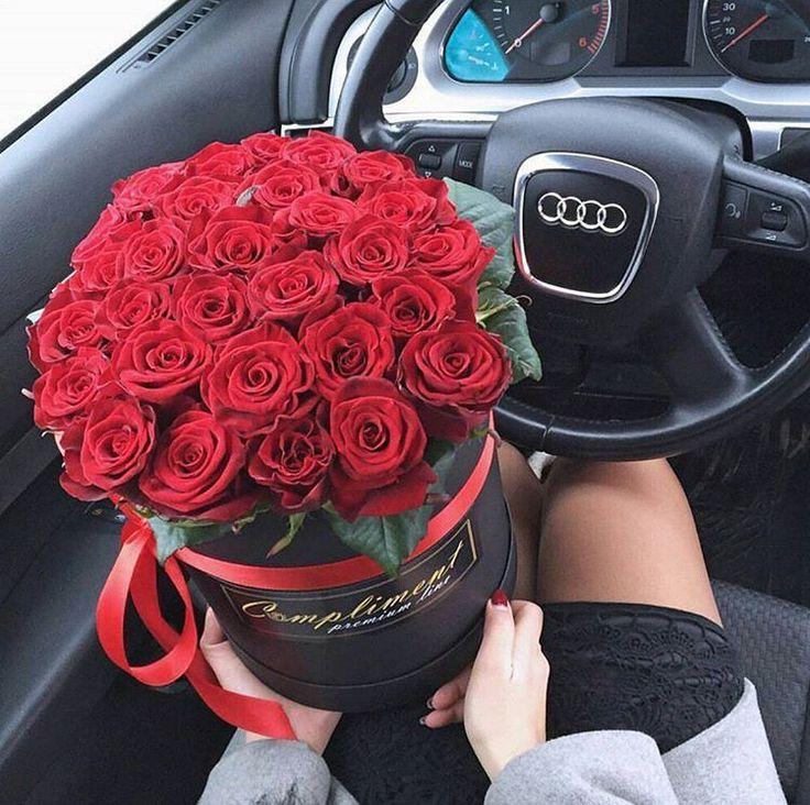 картинки с букетами роз в машине конечно