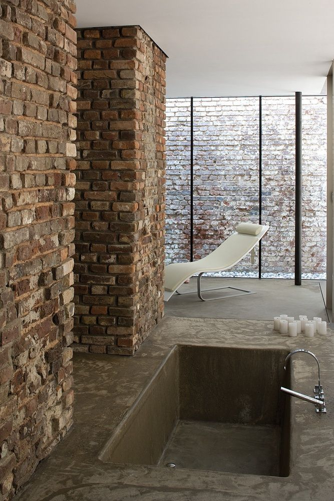 badewanne aus rohbeton in boden eingelassen haus pinterest badewannen boden und badezimmer. Black Bedroom Furniture Sets. Home Design Ideas