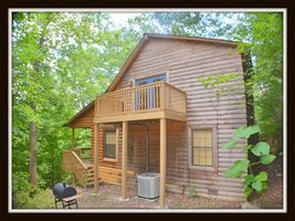 Sugar Bear Mtn Hideaway Wifi Game Room 5 Mins To Pigeon Forge Pigeon Forge Hideaway Cabin Rentals Vacation Rental