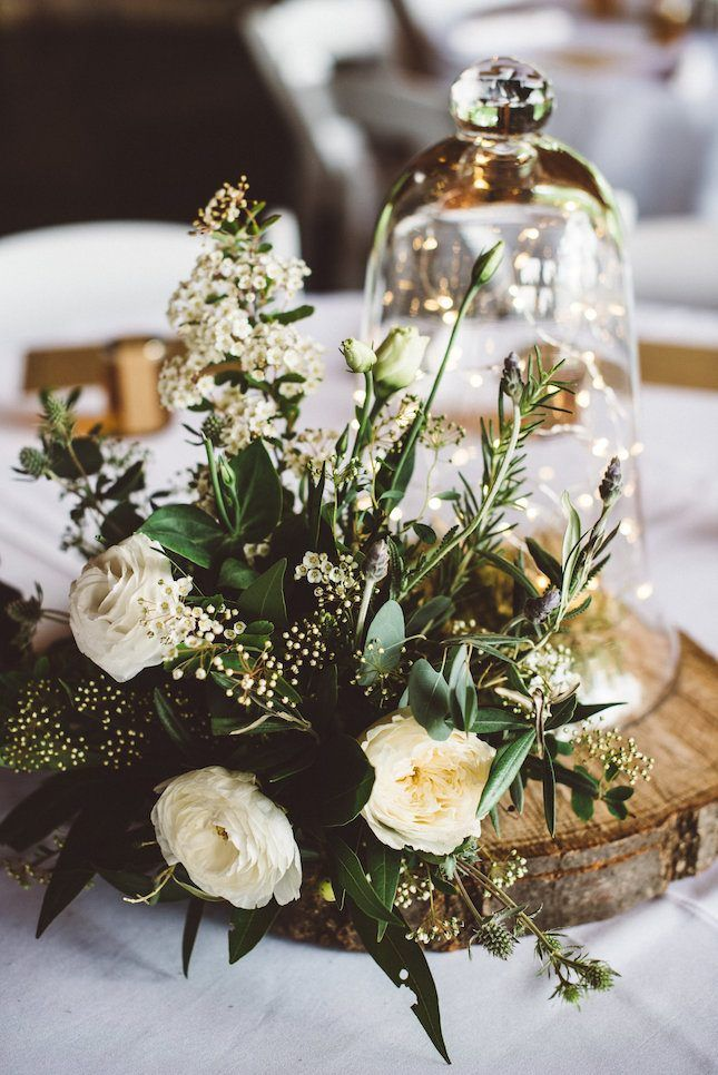 love the neutral color palette used in this wedding decor. | bodas