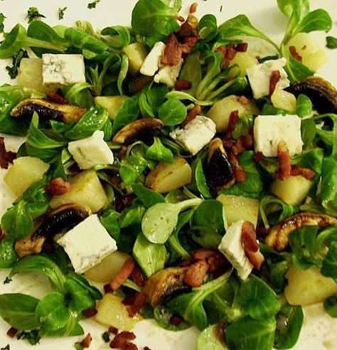 Photo of Pear lamb's lettuce with bacon and gorgonzola from petzona | chef
