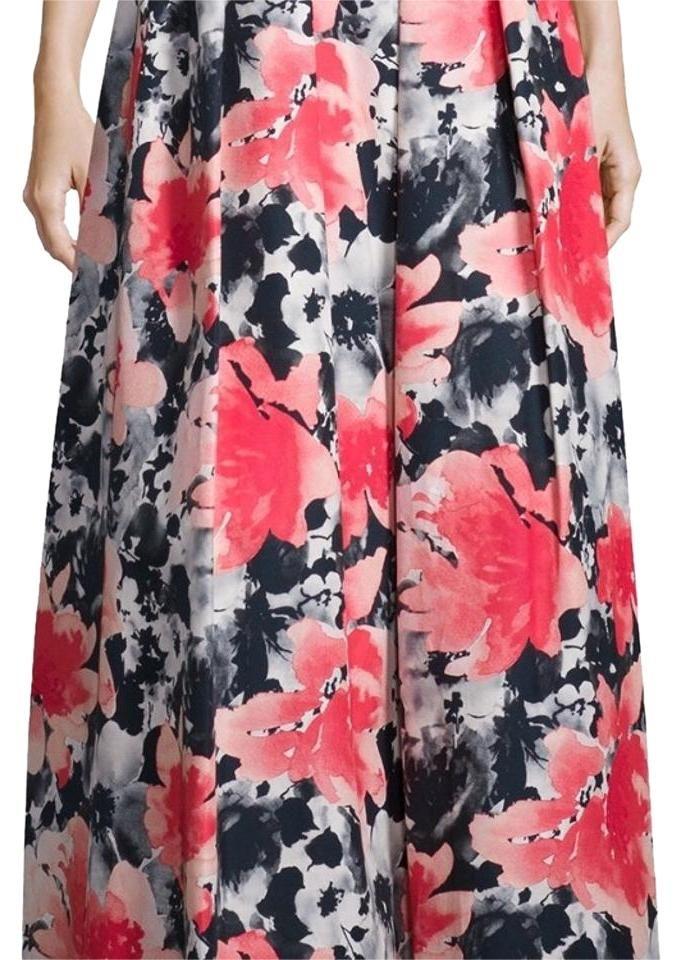 Carmen Marc Valvo 11315 Maxi Skirt. Free shipping and guaranteed authenticity on Carmen Marc Valvo 11315 Maxi Skirt at Tradesy. Carmen Marc Valvo floral print skirt.  Brand new w...