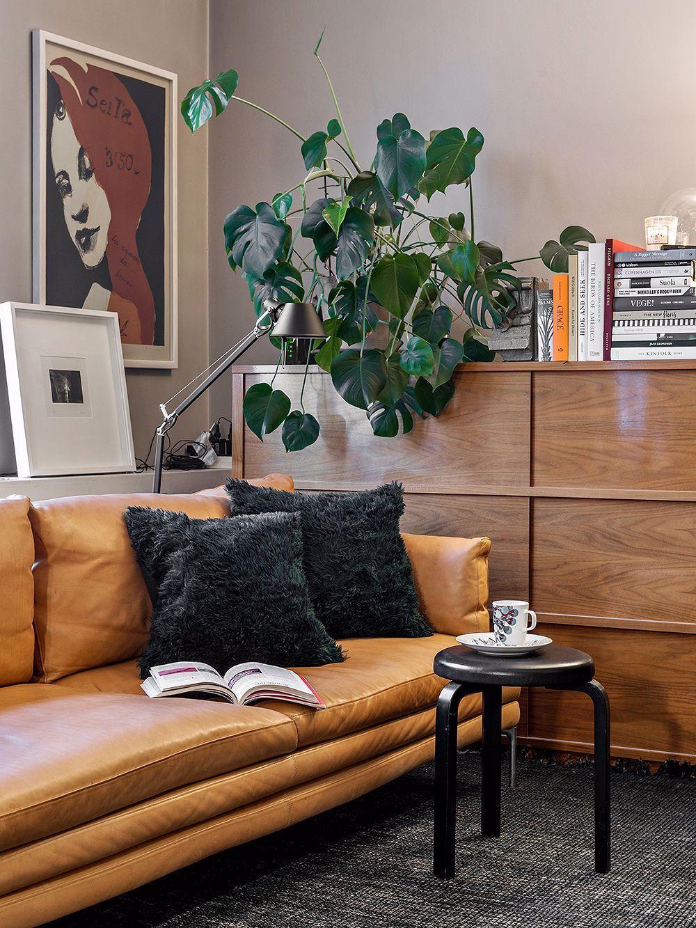 Tunnelmallinen Joulukoti Kallion Kirkon Vieressa In 2020 Black Floor Lamp Living Room Home