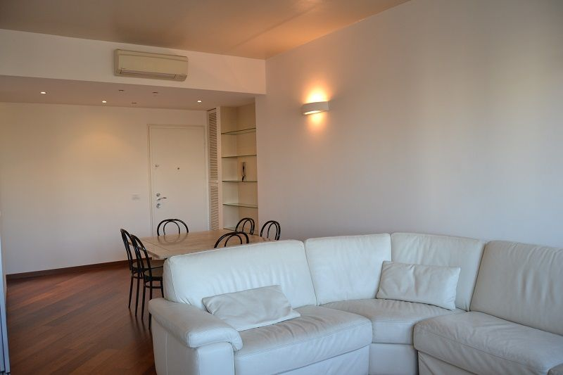 #Indipendenza. Bell'appartamento completamente ristrutturato con finiture di pregio e arredi gradevoli e di gusto. Appartamento è molto luminoso, silezioso e panoramico. http://www.rossomattone.eu/Milano_Indipendenza_Milano_Affitto_Bilocale_Corso_Indipendenza-h178-m19-s14-p16.html?&conta_lista=0&metodo=DESC&ordina=