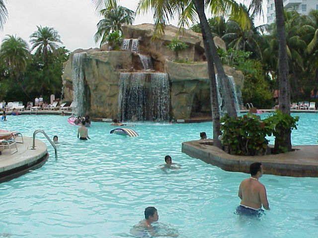 Piscina del Fontainebleau Hilton Hotel, Miami Beach, Florida, EE ...