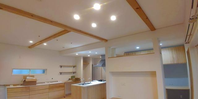 Web内覧会 梁出し天井で30cm高さアップ 構造用木材 解放感のあるリビング 2020 いい 家 天井 木材