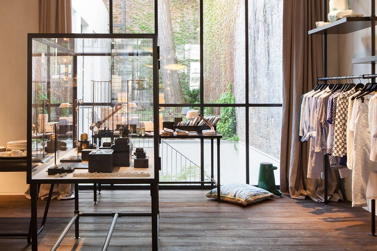 Antwerp house restored as delicious blend of food, fashion and lifestyle adds apartment to its arsenal... http://www.we-heart.com/2014/07/07/graanmarkt-13-antwerp/