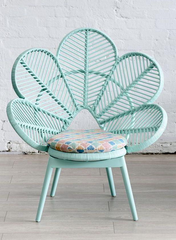 comment ne pas craquer devant ce fauteuil fleur vintage en rotin couleur vert d 39 eau d co. Black Bedroom Furniture Sets. Home Design Ideas