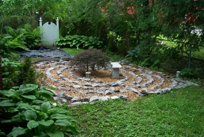 simple labyrinth garden design