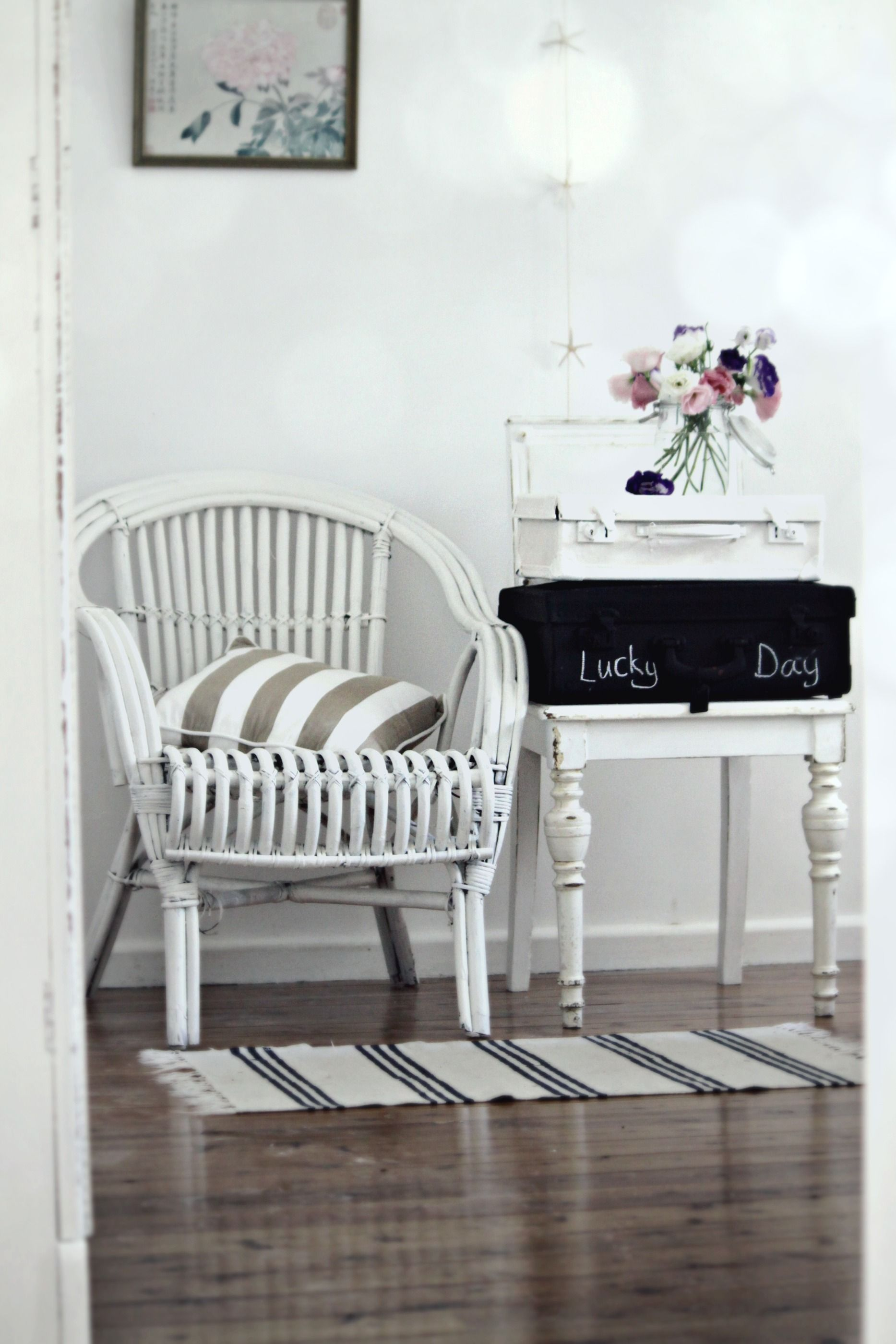 The decor of the old suitcase - ideas for the interior 75 photos