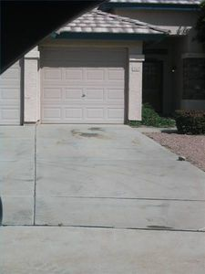How to Remove an Iron Stain From Concrete