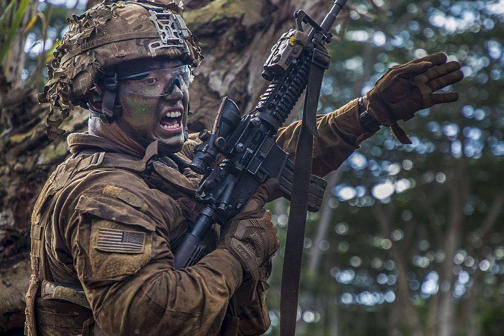Squad Signal Army soldier, Schofield barracks, American