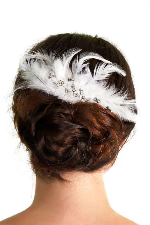 Tocado de novia con plumas y pedrería 45€  253be34444f