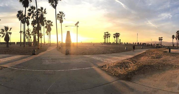 Comparateur de voyages http://www.hotels-live.com : Great shot of the sunset in Venice Beach California. Thanks @brockmcrock for sharing! #VeniceBeach #California #travel #welltraveled #wanderlust #sunset #Hotelsdotcom Hotels-live.com via https://www.instagram.com/p/BEFL9tEFaHo/ #Flickr via Hotels-live.com https://www.facebook.com/125048940862168/photos/a.1113281675372218.1073741924.125048940862168/1145513428815709/?type=3 #Tumblr #Hotels-live.com